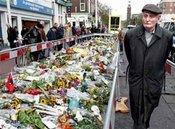 Blumen für den ermordeten Filmemacher van Gogh, Foto: AP