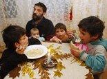 Roma-Familie in der Slowakei; Foto: AP