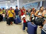 Touristen verlassen den ägyptischen Ferienort Scharm el Scheich; Foto: dpa