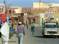 Straßenszene in Tozuer Tunesien; Foto: dpa