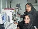 Zwei Frauen mit Kopftuch am PC, Foto: Irin News