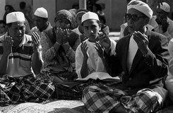 Muslimische Schüler einer Koranschule, Foto: Markus Kirchgessner