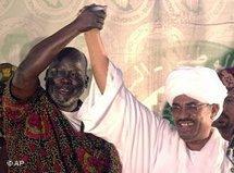 Sudans Präsident Omar el Bashir und der ehemalige Führer der Südsudanesischen Volksbefreiungsbewegung, John Garang; Foto: AP