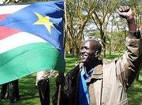 Mitglied der Südsudanesischen Volksbefreiungsbewegung mit Fahne der SPLM; Foto: AP