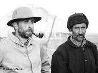 Ben Hopkins und ein Kirgise; Foto: Piffl Medien