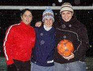 Safije, Vicky und Paros vom Frauenfußballverein Al Dersim Spor