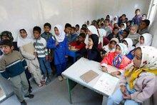 Schulklasse im iranischen Bam, Foto: &copy Canadian Relief Foundation