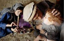Für die meisten afghanischen Familien ist Opium die einzig wirksame Medizin und Schmerzbekämpfung; Foto: UN