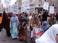 Muslime protestieren in London gegen Muhammadkarikaturen; Foto: AP