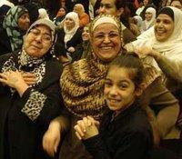 Musliminnen feiern; Foto: Ikhlas Abbis