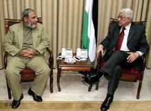 Hamas bei Abbas: Hamas-Chef Mahmoud Al-Zahar (links) bei Gesprächen zur Regierungsbildung mit Präsident Mahmoud Abbas