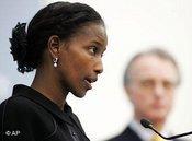 Ayaan Hirsi Ali beantwortet auf einer Pressekonferenz Fragen über den Islam; Foto. AP