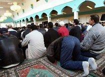 Betende Muslime in Berlin; Foto: dpa