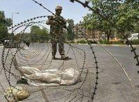 Ein US-Soldat vor einer Straßensperre in Bagdad; Foto: AP