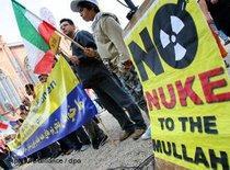 Exil-Iraner demonstrieren gegen die nuklearen Ambitionen der iranischen Führung; Foto: dpa
