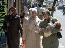 Syrische Frauen mit Kopftuch; Foto: dpa