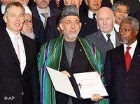Afghanistan Geberkonferenz in London 2006: Blair Karzai und Annan; Foto: AP