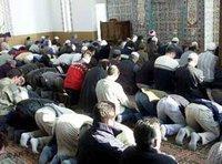 Muslime beten während des Ramadan in der Mevlana-Moschee in Konstanz; Foto: AP