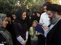Ayatollah Sayyid Hossein Kazemeini Boroujerdi mit seinen Anhängern; Foto: AP