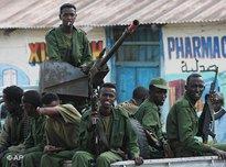 Soldaten der Übergangsregierung vor dem Einmarsch in Mogadischu; Foto: AP