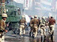 Ausrücken der pakistanischen Armee nach einem Angriff auf eine schiitische Prozession in Quetta; Foto: AP