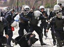 Polizeigewalt gegen Demonstranten in Istanbul; Foto: AP