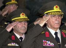Ehemalige Generalstabschefs Huseyin Kivrikoglu und Hilmi Özkök; Foto: AP