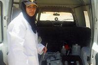 Ibtissam Alami Idrissi baute mit ihrem Kredit ein mobiles Labor auf, mit dem sie Aufträge für die staatliche Wasserbehörde erledigt