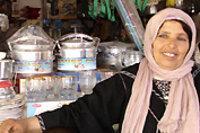 Mahjouba Dahiban, dank eines Mikrokredits der Zakoura-Stiftung betreibt sie einen kleinen Handel; Foto: Zakoura-Fondation