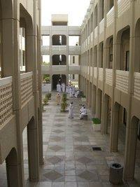 Blick in den Männerkorridor der Sultan-Qabus-Universität; Foto: Charlotte Wiedemann