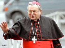 Kardinal Lehmann auf dem Weg zum Pabst; Foto: AP