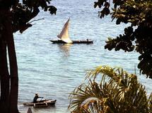 Dhow vor der Küste Stonetowns auf Sansibars; Foto: AP