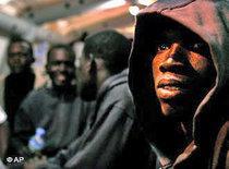 Afrikanische Flüchtlinge auf den Kanarischen Inseln; Foto: AP