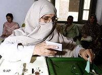 Parlamentswahl in Pakistan 2002; Foto: AP