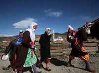 Pomakische Frauen mit Kindern; Foto: AP