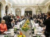 Versammelte Runde bei der zweiten Islamkonferenz; Foto: dpa