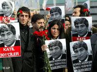 Trauermarsch um Hrant Dinks Tod; Foto: AP