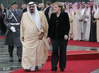 Angela Merkel und König Abdullah von Saudi-Arabien; Foto: AP