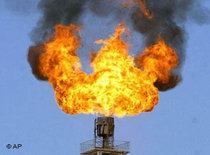 Gasförderturm auf dem Yaha Gasfeld in Xinjiang; Foto: AP