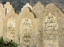 Grabsteine als Denkmal für die Anfal-Operation im irakischen Sewsenan; Foto: AP