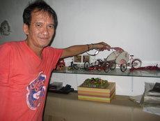 Agus Suwage in seinem Atelier in Yogjakarta; Foto: Arian Fariborz