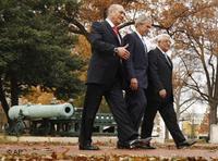 From left to right, Ehud Olmert, George Bush Jr., Mahmoud Abbas