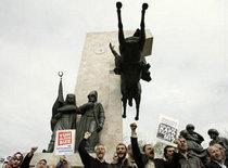 Proteste gegen ein Verbot der AKP-Regierungspartei in Istanbul; Foto: AP