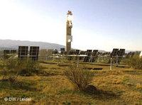 Solarturm auf dem DLR-Testgelände bei Almeria; Foto: DW/Leidel