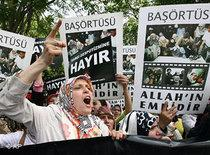 Demonstrationen gegen das Kopftuchverbot; Foto: AP