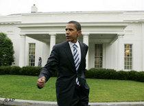 Barack Obama vor dem Weißen Haus; Foto: AP