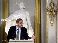 Nobel Literature prize winner Orhan Pamuk holds his prize lecture at the Royal Swedish Academy in Stockholm (photo: AP)