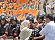 Anfang 2005 wurde der Oppositionspolitiker Ayman Noor verhaftet und zu fünf Jahren Gefängnis verurteilt. Viele Ägypter hielten die Anklage wegen Urkundenfälschung für eine Farce; Foto: AP