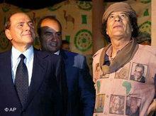 Italiens Ministerpräsident Silvio Berlusconi bei Muammar Gaddafi in Libyen; Foto: AP