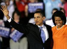 Barack Obama und seine Ehefrau Michelle nach dem Sieg der Vorwahlen der Demokraten in North Carolina; Foto: AP